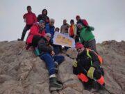 صعود تیم کوهنوردی همنورد رشت به قله آزاد کوه مازندان